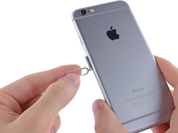 вытащить слот для SIM карты