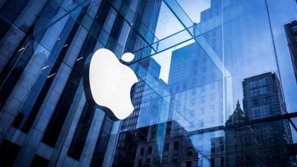На Apple подали в суд