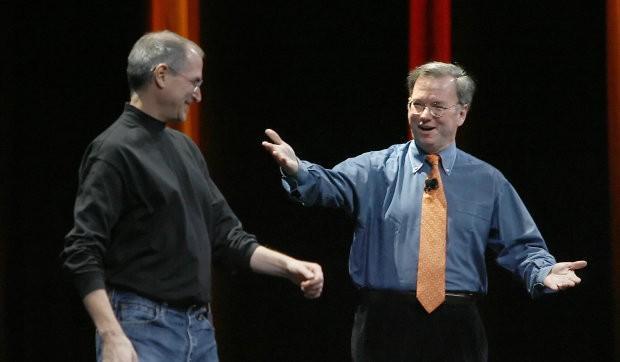 Apple переманивает сотрудников