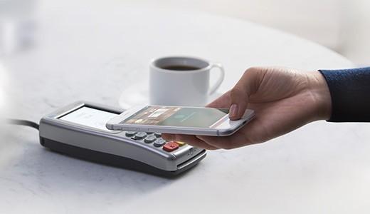 Как заплатить Айфоном
